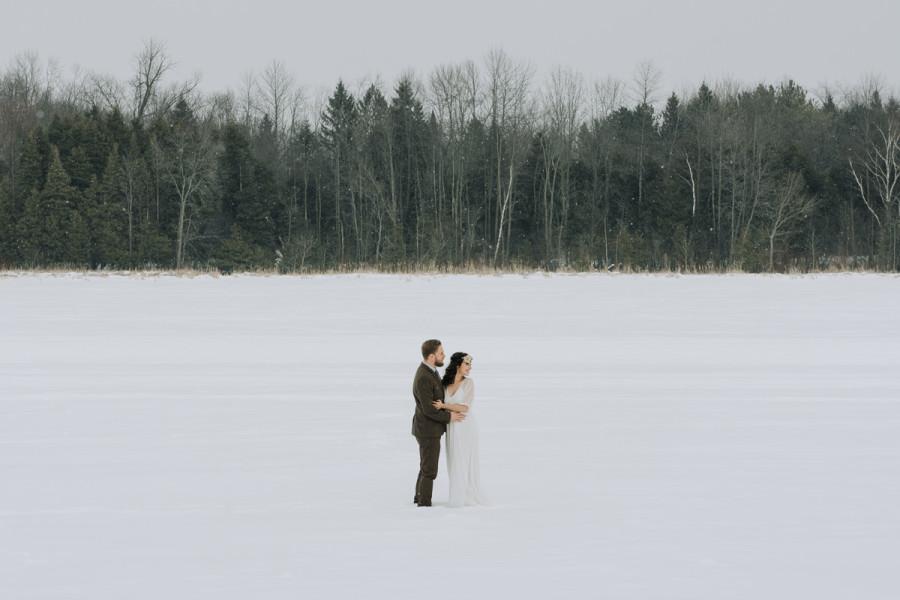Peterborough, simple and natural winter wedding photos